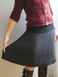 Bulgarian Knitted Skirt, de Rieko. http://www.ravelry.com/patterns/library/bulgarian-knitted-skirt-