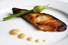 Nobu Black Cod With Miso recipe from Rasa Malaysia. Ingredients: black cod fillets (about 1 lb), cup sake, cup mirin, 4 tablespoons white miso paste, 3 tablespoons sugar. Easy Asian Recipes, Easy Delicious Recipes, Great Recipes, Yummy Food, Japanese Recipes, Japanese Food, Recipe Ideas, Healthy Food, Cod Recipes