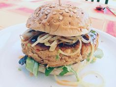 Tonijnburger met Thaise twist #tonijnburger #thais #familieweekmenu #burger #bolletje #simpel #jouwweekmenu #makkelijk #snel #kokenmetcecile #tonijn