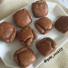 Muffins de Cacau e Pasta de Amendoin (Low Carb) 3 ovos 2cs. Pasta de Amendoin 1cs. Cacau em pó 3cs. Farinha de amêndoas 2cs. Xilitol ( ou outro adoçante ou açúcar de sua preferência ) 1/2x. Leite de Coco 1/2cs. Fermento em pó Bater tudo no liquidificador, deixando o fermento por último, coloque em forminhas e leve ao forno pre aquecido a 200c por 30min. #lowcarb #reeducacaoalimentar #vidasaudavel #qualidadevida #alimentacaosaudavel #sabor #muffies