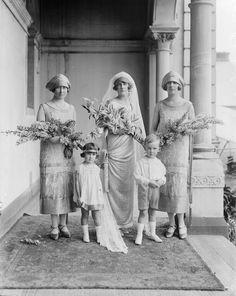 Chic Vintage 1920s Bride