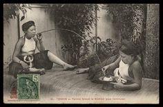 INDO-CHINE FRANCAISE TONKIN. Femme fumant le Kedillot (pipe commune) - CPA (Tonkin postcard)