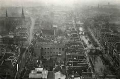 Steden. Overzicht over de binnenstad van Utrecht, genomen vanaf de Dom. Utrecht, Nederland, 1919.