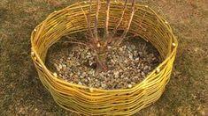 Kam s větvičkami po stříhání keřů? Udělejte z nich ozdobný plůtek!