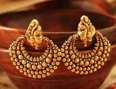 Types of Indian Jewelry Designs – Fashion Asia Gold Jhumka Earrings, Jewelry Design Earrings, Gold Earrings Designs, Antique Earrings, Gold Jewelry, Indian Earrings, Gold Bangles, Designer Earrings, Diamond Jewelry