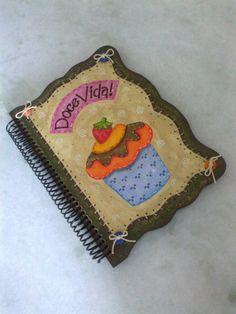 Caderno em espiral com capa em mdf. Pintura country com motivo cap cake.  Pode ser feito em outros motivos. R$ 38,00