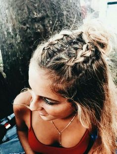10 Cute Medium Length Hairstyles To Complete Your Look Festival hair looks great on medium length hairstyles! Pretty Hairstyles, Braided Hairstyles, Hairstyle Ideas, Hair Ideas, Simple Hairstyles, Medium Hairstyle, Hairstyle Tutorials, Holiday Hairstyles, School Hairstyles
