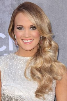 Carrie Underwood's Hairstyles & Hair Colors | Steal Her Style