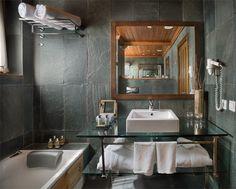 La Pleta - Stunning bathrooms with all you need.