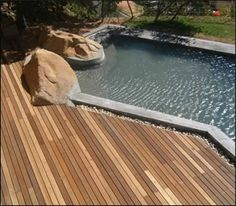 Large boulders and small pebbles are integral to this deck Amazing Swimming Pools, Swimming Pool Decks, Swimming Pool Designs, Wood Pool Deck, Timber Deck, Decking, Above Ground Pool, In Ground Pools, Deck Flooring