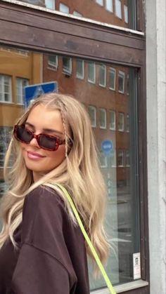 Hair Inspo, Hair Inspiration, Foto Face, Look Girl, Brown Blonde Hair, Blonde Hair Looks, Blonde Hair Girl, Medium Blonde, Medium Hair
