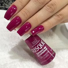 Want to know how to do gel nails at home? Learn the fundamentals with our DIY tutorial that will guide you step by step to professional salon quality nails. Classy Nails, Stylish Nails, Trendy Nails, Gel Nails At Home, Diy Nails, Pink Acrylic Nails, Glitter Nails, Magenta Nails, Beauty Hacks For Teens
