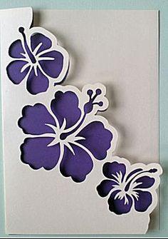 Vorm: uitgestansde bloemen (hibiscus) met op maat gesneden vast inlegvel in andere kleur.