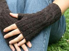 Aran knitting: Anleitung Shetland-Stulpen – My CMS Aran Knitting Patterns, Baby Cardigan Knitting Pattern, Easy Knitting, Crochet Scarves, Knit Crochet, Crochet Stitch, Free Crochet, Big Knit Blanket, Jumbo Yarn
