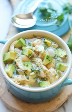 5 Ingredient White Chicken Chili ~ This comforting chili is so easy to whip up with just 5 ingredients and perfect for a chilly evening! Butts-Ah Rhee Chili Recipes, Soup Recipes, Chicken Recipes, Dinner Recipes, Cooking Recipes, Healthy Recipes, Weeknight Recipes, Recipies, Chicken Soup