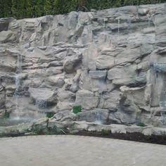 The Best Stone Waterfalls Backyard Ideas – Pool Landscape Ideas Large Backyard Landscaping, Backyard Layout, Backyard Movie, Backyard Pool Designs, Backyard Garden Design, Landscaping Tips, Backyard Ideas, Small Garden Waterfalls, Kid Friendly Backyard