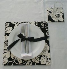 Sousplat Ideas + How to Make Cutlery Holder, Art Bag, Napkin Folding, Some Ideas, Table Runners, Napkin Rings, Tablescapes, Napkins, Table Settings