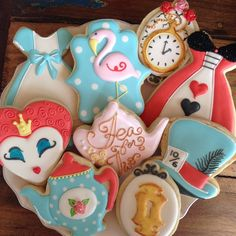 Alice in Wonderland Biscuits Cookies For Kids, Fancy Cookies, Cute Cookies, Alice In Wonderland Birthday, Alice In Wonderland Tea Party, New Birthday Cake, Birthday Cookies, Mad Hatter Party, Mad Hatter Tea