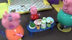 Peppa Pig en español. Peppa se encuentra con su hermano George por prime...