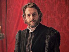 Ramón Madaula es Gonzalo Chacón- Político e historiador castellano, hombre de confianza de Isabel la Católica.  Casado con la dama portuguesa Clara Alvarnáez, del séquito de Isabel de Portugal.