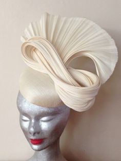 'Cream of the crop' - Adorn Collection By Melissa Barnes Fascinator Hats, Headpiece, Millinery Hats, Fascinators, Philip Treacy Hats, Funky Hats, Church Hats, Hair Decorations, Love Hat