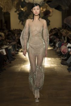 Iris van Herpen Spring 2018 Couture Fashion Show Collection