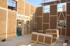 Building Passive House with Natural Materials Eco Buildings, Wooden Buildings, Straw Bale Construction, Structural Insulated Panels, Straw Bales, Energy Efficient Homes, Passive House, Earth Homes, Natural Building