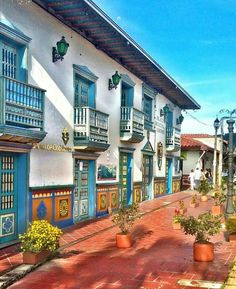 Guatape, Antioquia Travel Bag Essentials, Travel Checklist, Packing Tips For Travel, Road Trip, Italy Honeymoon, Colombia Travel, Discount Travel, Spanish Style, Aesthetic Pictures