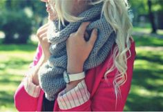Her scarf>>