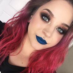 Eyes - @katvondbeauty Shade + Light Palette, @litcosmetics Hello Sunshine glitter & Creme 102 lashes. Brows - @anastasiabeverlyhills Brow Powder in Ash. Lips - @ofracosmetics Bondi Beach.