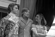 Anthony Dowell as the Prince, Rudolf Nureyev and Antoinette Sibley as Clara backstage for The Nutcracker (1968), The Royal Ballet. Photograph by Donald Southern. © ROH 1968 | da Royal Opera House Covent Garden