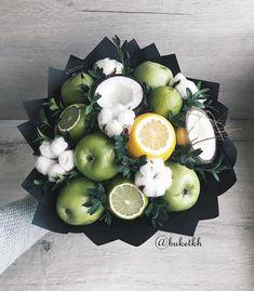 45 Ideas for fruit basket centerpiece edible arrangements Fruit Juice Brands, Fruit Juice Recipes, Cabbage Flowers, Fruit Flowers, Vegetable Bouquet, Food Bouquet, Dressing For Fruit Salad, Flower Box Gift, Edible Bouquets