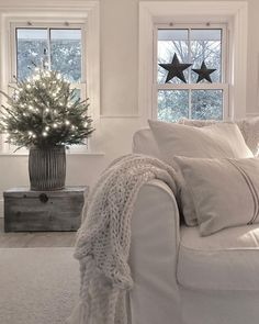 Christmas used to be pretty manic for me - what with magazine shoots and hosting fairly big get togethers for family and friends . Christmas Time, Throw Pillows, Blanket, Photo And Video, Bed, Pictures, Photos, Instagram, East Coast