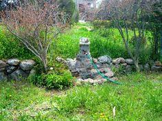 Questa fontanella e' stata costruita da mio marito con le pietre recuperate nel territorio.