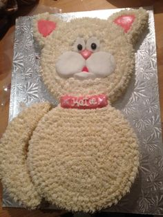Cat cake More and like OMG! get some yourself some pawtastic adorable cat apparel! Green Birthday Cakes, Birthday Cake For Cat, Birthday Fun, Birthday Ideas, Fancy Cakes, Cute Cakes, Cake Recipe For Cats, Cat Themed Parties, Cake Shapes