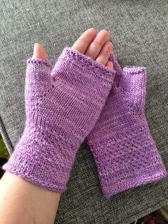 Anette L syr och skapar: Mjukaste mysvanten DIY Anette L sews and creates: The softest cuddly DIY Ravelry, Tweed, Wrist Warmers, Knit Mittens, Fingerless Gloves, Free Pattern, Knit Crochet, Cozy, Legs