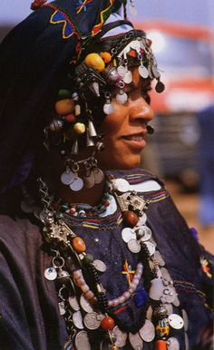 Africa | November 1984. National Geographic : Africa Adorned. | Photographs by Angela Fisher.