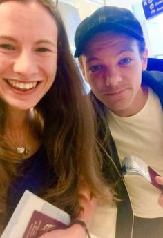 Louis with @Pippa_Grace at the airport, Louis was headed to LA (Sept 6)