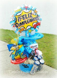 Detalles Globos y Chocolates Balloon Basket, Balloon Box, Balloon Gift, Balloon Bouquet, Weird Gifts, Cute Gifts, Ballon Arrangement, Candy Drinks, Birthday Gifts