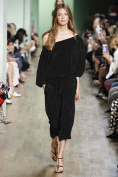 Tibi Spring 2016 Ready-to-Wear Collection Photos - Vogue