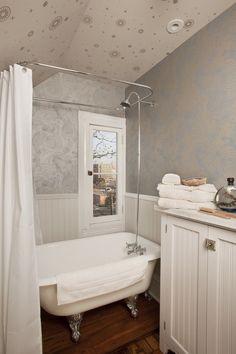 Small Bathroom With Clawfoot Bathtub Design on bathroom with tub design, bathroom with shower design, bathroom with pedestal sink design,