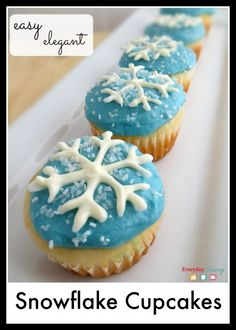 Easy snowflake cupcakes perfect for any Winter or Frozen party. Includes a free template to make white chocolate snowflakes.