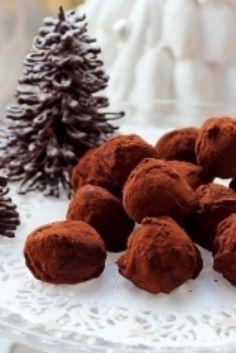 Truffes au chocolat de Noël . Découvrez la recette des Truffes au chocolat de Noël, simple à préparer durant les fêtes de Noël au Thermomix. Desserts With Biscuits, Thermomix Desserts, Dog Food Recipes, Entrees, Stuffed Mushrooms, Fruit, Vegetables, Cooking, Robot