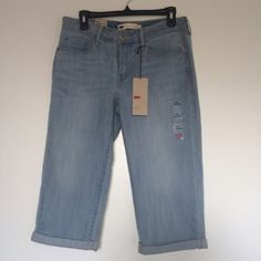 Levis Classic Capri Reduced price!! Brand new! very comfortable Levi's Jeans