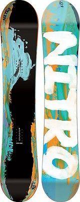Tavola Donna Freestyle Snowboard Woman NITRO MERCY 2016 146 (a  volte potrebbe capitare che l'oggetto ordinato non sia in magazzino  perchè venduto in negozio e non ancora scaricato da ebay, in quel caso  provvederemo subito al riaccredito della cifra spesa) Tavola Donna Freestyle Snowboard Woman NITRO MERCY 2016(SE NON TROVATE LA VOSTRA MISURA CONTATTATECI)Prezzo di Listino € 399,00  Mercy       Dai giri più infuocati in park, al riding di ogni giorno la Mercy vi darà tutto quello