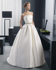 50 8A146 RIA  (Vestido de Noiva). Estilista: Rosa Clará. ...