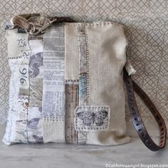 Richele Christensen: Eclectic Elements Fabric Tote-could make a card based on this look Patchwork Bags, Quilted Bag, Tim Holtz Fabric, Diy Handbag, Fabric Bags, Fabric Basket, Vintage Fabrics, Handmade Bags, Beautiful Bags