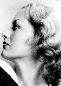 1930: Portrait of Joan Crawford