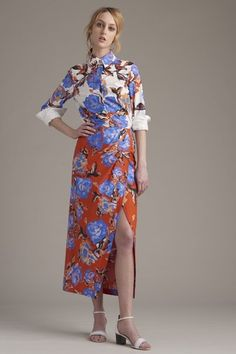 See the complete Monique Lhuillier Resort 2016 collection.