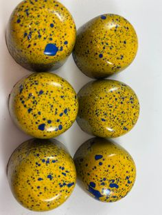 Had fun with these colorful classic chocolate bons! #getmorechocolate #yummy #artisanchocolate #brownsugarchocolateco